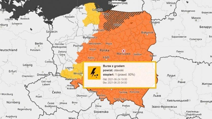 Mapa Polski z ostrzeżeniem meteorologicznym dla powiatu oławskiego