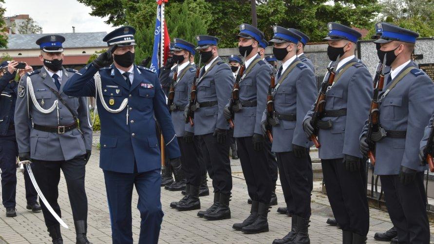 Policjanci podczas oławskiej uroczystości upamiętniającej funkcjonariuszy pomordowanych przez NKWD.