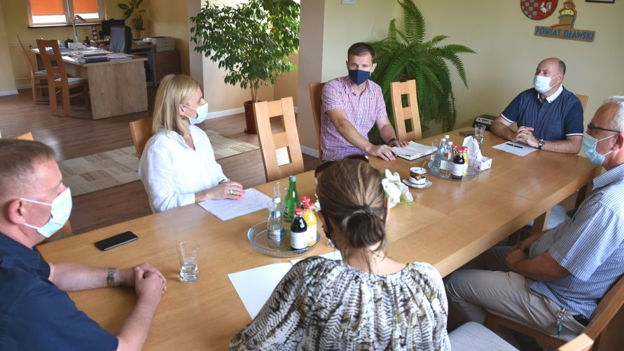 Spotkanie w starostwie w sprawie nowego miejsca stacjonowania Oławskiego Oddziału Pogotowia Ratunkowego.